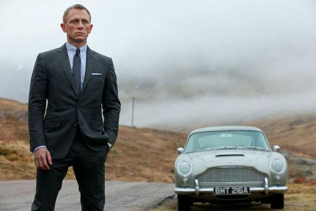 Bond, köklerine geri dönüyor!