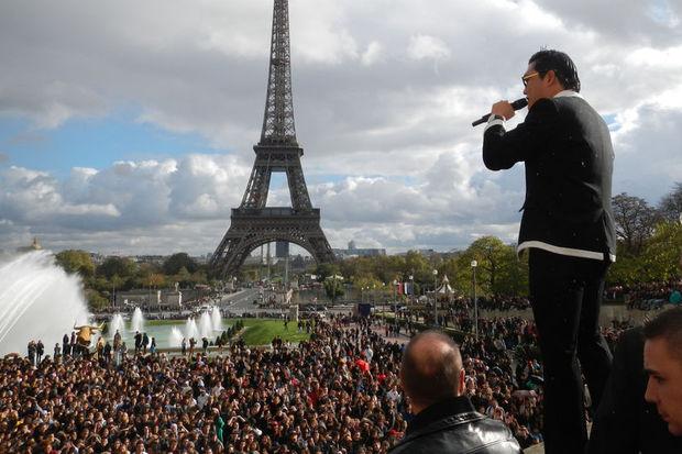 Paris'te 20 bin kişiyle Gangnam Style dansı!