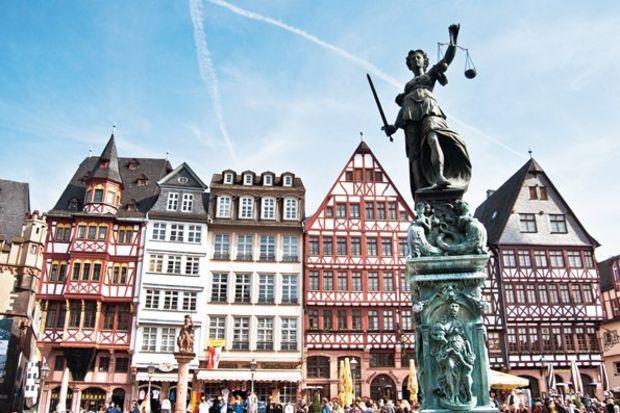 Frankfurt'un kalbi: Römerberg...