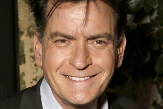 100 bin $'lık borcunu Charlie Sheen ödedi!