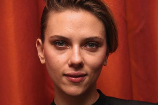 Scarlett'in gazeteci aşkı!