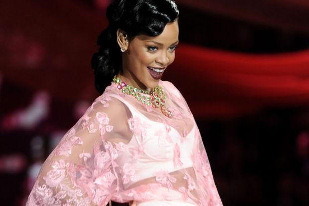 Rihanna tasarımcı seçecek!