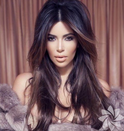 <p>Kim Kardashian Factice Magazine dergisinde...</p>