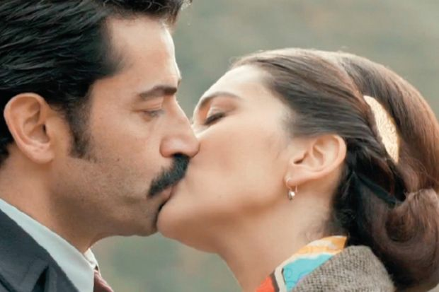 Karadayı Feride'yi öptü!