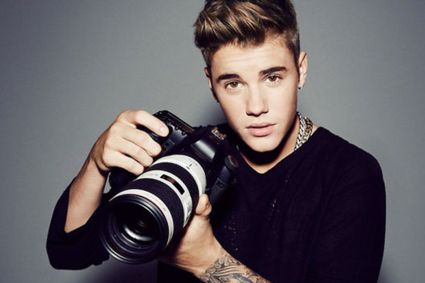 Paparazzi, Justin'in Ferrari'si için öldü!