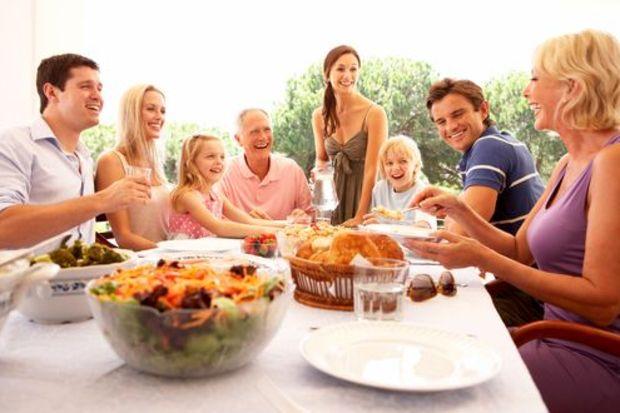 Aile toplantılarından kilo almadan kurtulmanın yolları!