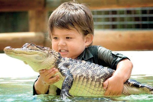 3 yaşında timsah avcısı!