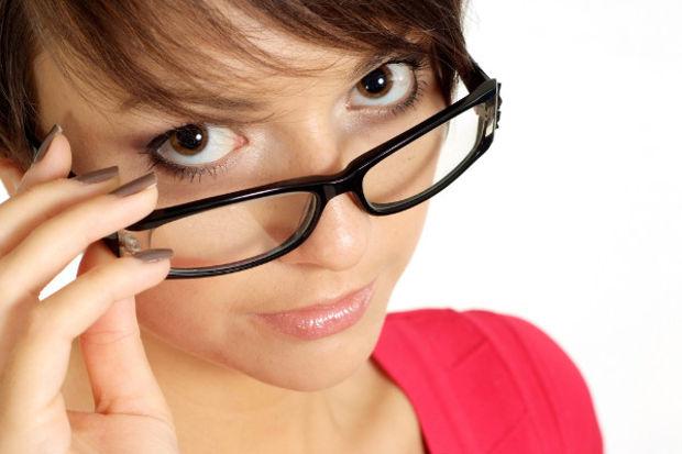 Yakın gözlüğü tarih mi oluyor?