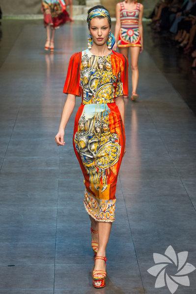 Dolce & Gabbana 2013 İlkbahar Yaz Koleksiyonu moda takipçilerinin beğenisine sunuldu.