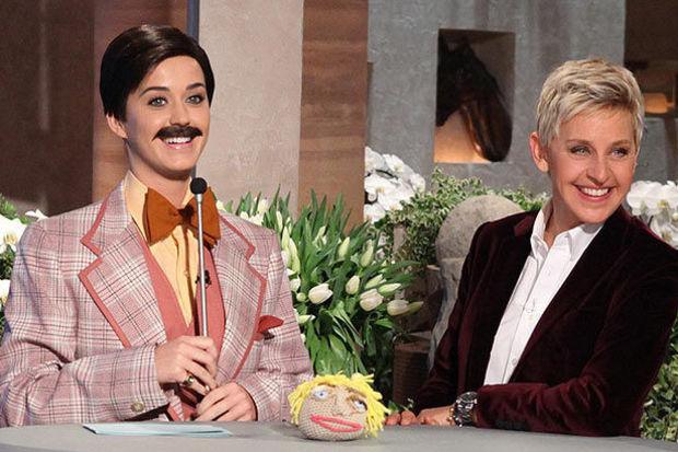 Bıyıklı Katy Perry!