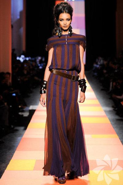 Jean Paul Gaultier 2013 Haute Couture İlkbahar Yaz Koleksiyonundan kareler...
