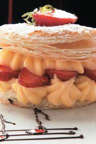 Çilekli milföy pastası...