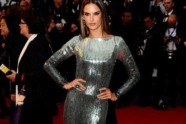 Cannes'ı büyüledi!