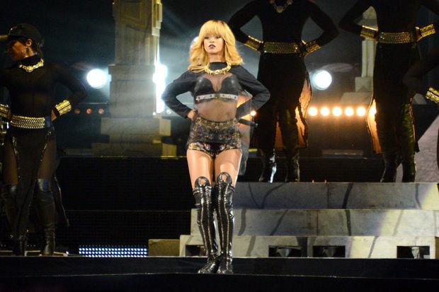 Rihanna Londra gece hayatını hareketlendirdi!