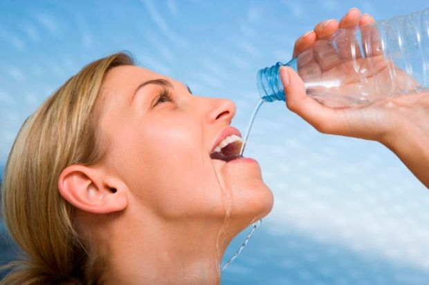 İftardan sahura kadar düzenli su içerek böbrek sağlığınızı koruyabilirsiniz!