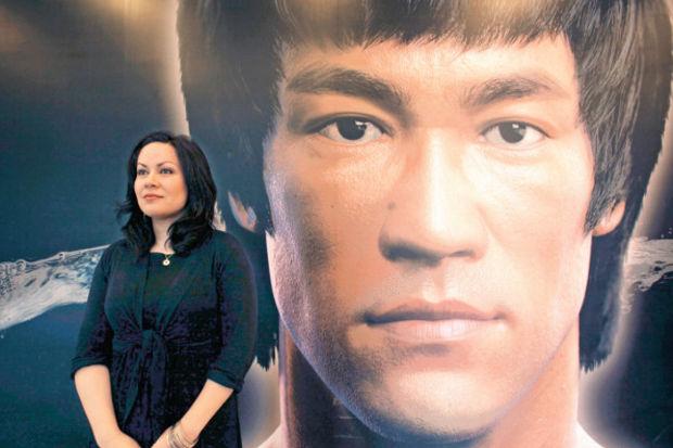 Efsane Bruce Lee sergilerle anılıyor