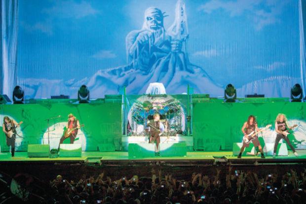 Iron Maiden İnönü Stadı'nı yıktı geçti!