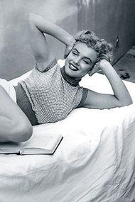 Marilyn Monroe'nun havuz fotoğrafları satışa çıkıyor