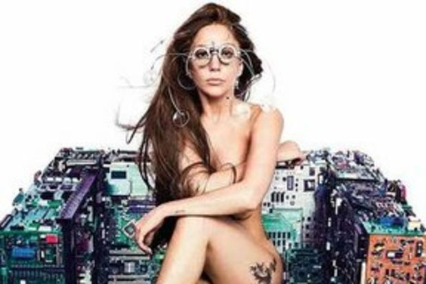 Gaga'dan metalik kapak!