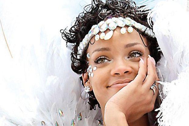 Karnaval kraliçesi! Rihanna