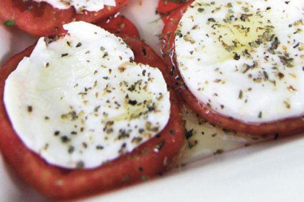 Mozzarellalı domates salatası...