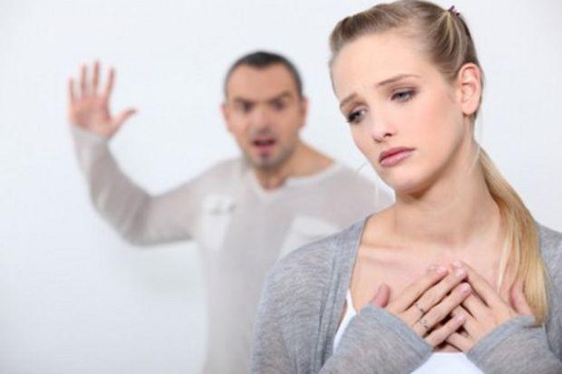 İlişkinizde sözlü taciz olduğunun 7 işareti!
