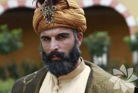 II. Murad'ın dördüncü oğlu olarak 1432'de Edirne'de doğdu. Annesi Hüma Hatun'un gayrimüslim bir köle olduğu söylenir.