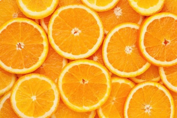 Açık gözeneklere portakallı maske