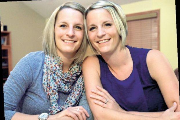 Meme kanserli ikizler birbirine derman oldu