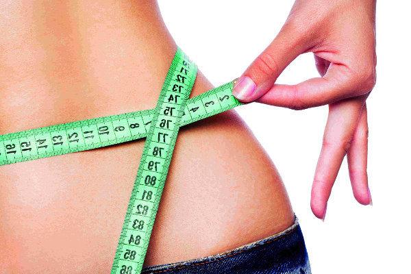 1- Hormonlarınızı kontrol ettirin.  Beslenme düzeninize dikkat etmenize rağme kilolarınızdan kurtulamıyorsanız ilk yapmanız gereken hormon seviyelerinizi kontrol ettirmek olmalı. Troid hormonları metabolizmayı düzenleyen polislerdir. Onlardaki karmaşa bütün sistemin bozulmasını sağlar. Ayrıca şeker hastalığı, insülin direnci de kilo alma eğilimini artırır. Ani tatlı krizleri daha fazla yemenize neden olur ve ne yazık ki bel çevresinde aşırı yağlanma oluşturarak kronik hastalıkların oluşum riskini artırır.
