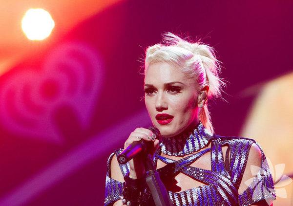 Üçüncü çocuğuna 6 aylık hamile olan ABD'li şarkıcı Gwen Stefani, önceki gün Los Angeles'ta bir arkadaşını ziyarete gitti.