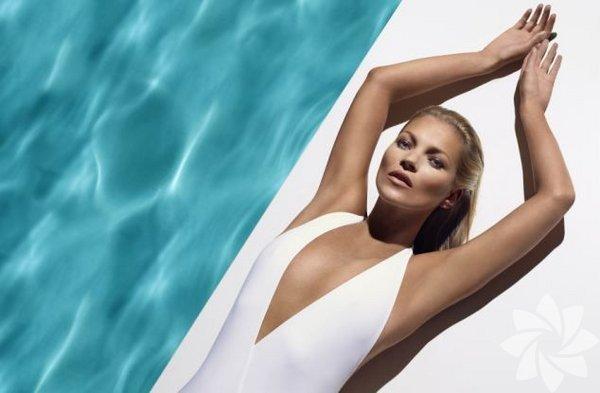 Artık bir moda ikonu olan Kate Moss'un hayatı Fransız Paris Première  kanalı tarafından 'Looking For Kate' (Kate'i Ararken) ismiyle belgesel  yapıldı.
