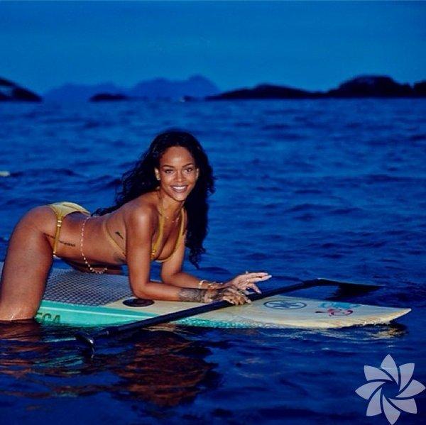 Barbadoslu şarkıcı Rihanna Vogue Dergisi'nin Brezilya edisyonunun kapak  çekimleri için gittiği Rio de Janeiro'da işini tamamladı ve şimdi de  tatil yapıyor.
