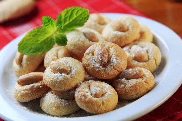 Nefis bademli kurabiye tarifi