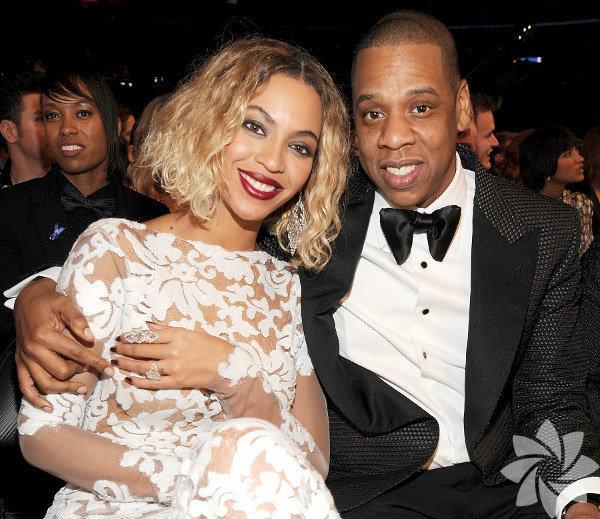 Geçen pazar akşamı düzenlenen Grammy Ödül Töreni'nde rap'çi kocası   Jay-Z'yle performansı ve Michael Costello'nun imzasını taşıyan seksi   kıyafetiyle ses getiren ABD'li şarkıcı Beyonce'nin o akşam parmaklarında   bir servet taşıdığı ortaya çıktı.