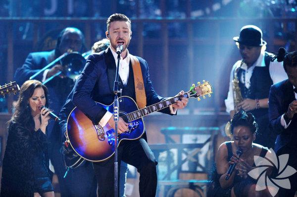Sekiz farklı kıyafet  Dünya turnesi 'The 20/20 Experience World Tour' kapsamında Map  İletişim  ve BKM organizasyonuyla, Habertürk sponsorluğunda 26 Mayıs'ta  İTÜ  Stadyumu'nda konser verecek olan Justin Timberlake'in kıyafetleri  Tom  Ford'un elinden çıkıyor.
