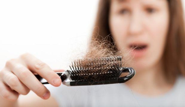 Doğum sonrası saç dökülmesi normal mi?