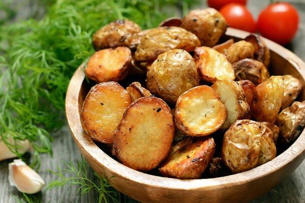 Fırınlanmış patates ve fıstıklı köfte - 'Akşama ne pişirsem?' diye düşünmeye başladıysanız, iste size küçük bir öneri...