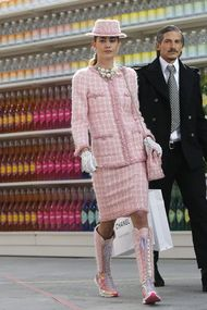 The Chanel'in süpermarket defilesi