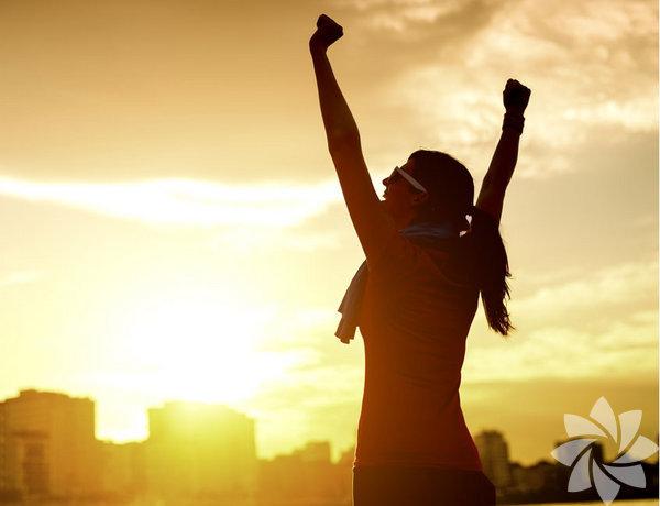 Hep daha iyisi için uğraşıyoruz. Kilo vermek, kolestrolü  ya da tansiyonu düşürmek, forma girmek. Bunlar vücudumuzla ilgili  amaçlar. Net ve anlaşılabilir çünkü ölçüm yapabiliyoruz. Peki ya  ruhumuzla ilgili amaçlar? Kişisel gelişimin bu derin tarafını ölçümlemek  biraz daha zor.  İşte motivasyonunuzu kaybetmemek için kullanabileceğiniz 6 strateji...