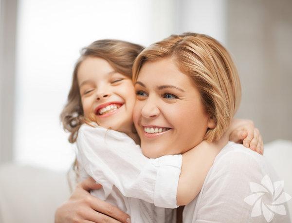 9. Çocuğunuzla kaliteli zaman geçirin, onu gözlemleyin. Ona verebileceğiniz en değerli hediye, onun kendini keşfetmesini sağlamaktır, onunla bu doğrultuda vakit geçirin. Duygu ve hayal dünyasını geliştirmeye çaba sarf edin, yeteneklerine ve ilgi alanlarına odaklanmasını sağlayın, çocuğunuz ancak bu sayede kendi hayatı ile ilgili gerçeklerin farkına varmaya başlayabilecektir.