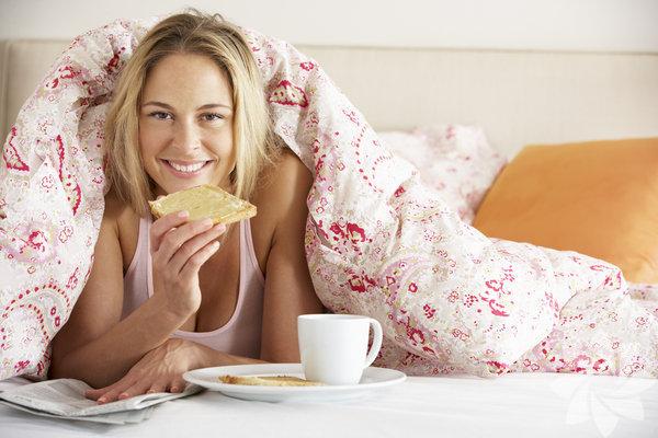 1- Güzel      bir sabah rutini oluşturun Güne başlamanın en iyi yollarından birisi erken kalkmak ve sağlıklı  bir kahvaltı yapmaktır. CEO'lar ve diğer başarılı insanların güzel bir  sabah rutini vardır. Beyninizi çalıştırmak için her sabah 750 kelimelik  birşeyler yazmayı deneyebilir, egzersiz yapabilirsiniz. Ne yaparsanız  yapın, kendinize güzel bir sabah rutini hazırlayın.