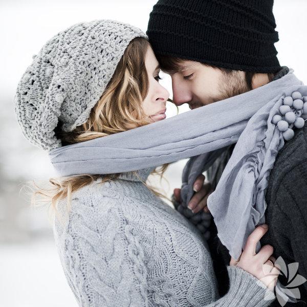 1- Aşk      beklentileri bırakmak demektir. Beklentiler sadece birine  aşık olabilmeniz      için sizin belirlediğiniz gerekliliktir. Ama  gerçek aşkta beklenti yoktur      ve sadece olduğu gibidir.