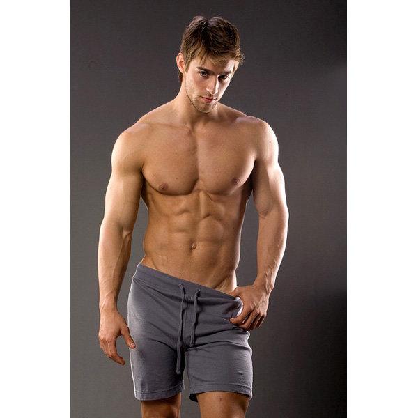 """10 – Luke Guldan Luke, sağlık ve fitness üzerine yıllarca çalışma yaptı. The IBNF tarafında 2008 ve 2009 yıllarında """"Mr. Fitness"""" ünvanına layık görülünce tanındı."""
