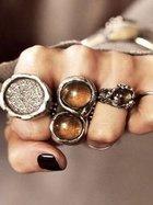 Tasarım harikası taşlı ve gümüş yüzükler