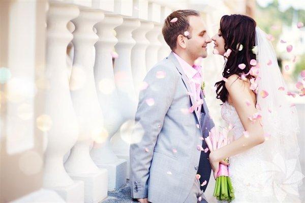 <p>Evliliğinizi bir ömür boyu sürdürmek tüm hayatınız boyunca karşılaşacağınız en zorlu şeylerden biri. Ama eğer aranızdaki ilişkide aşağıdaki durumlardan bazıları yaşanıyorsa konuya dair daha olumlu ve rahat olabilirsiniz…</p>