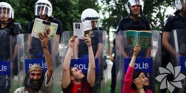 27 Mayıs 2013'te, Gezi Parkı'nın Asker Ocağı caddesine bakan duvarının 3 metrelik kısmı gece 22:00 civarında yıkıldı ve 5 ağaç yerinden söküldü. Böylelikle, imar izni olmadığı halde Topçu Kışlası yapımına başlanmış oldu.