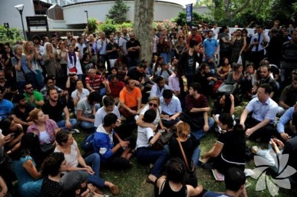 29 Mayıs 2013'te polis, sabah saat 5:00 sıralarında Gezi Parkı'nda kalanlara müdahale etti.