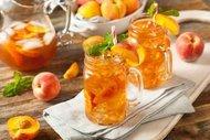 Şeftali ve zencefilli buzlu çay