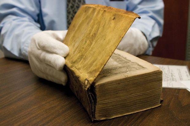 İnsan derisinden kitap sergide!